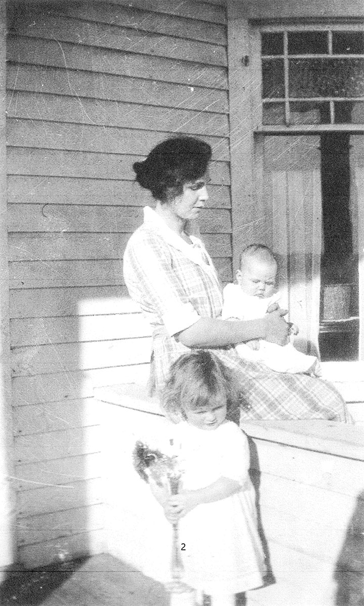 Peggy with her mother and infant sister Janet